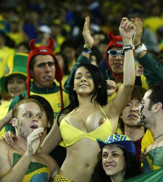 Hot-world-cup-fans-brazil-nude-10003